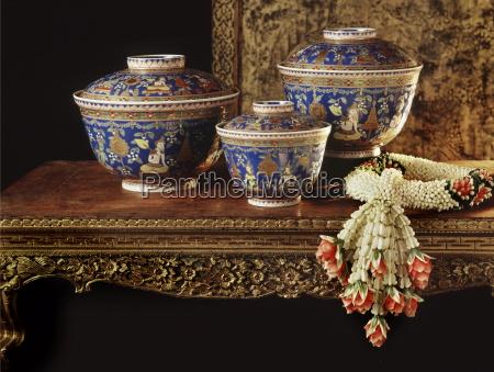 leh thong bencharong enamelware bowls decorated