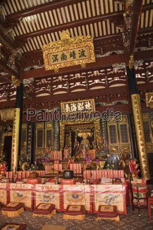 altare nella sala di preghiera principale