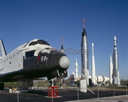 shuttle in pensione e razzi kennedy