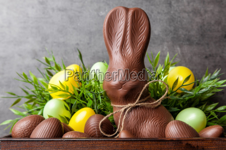 tradizionale coniglietto al cioccolato pasquale e