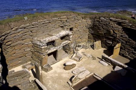 una delle otto case in pietra