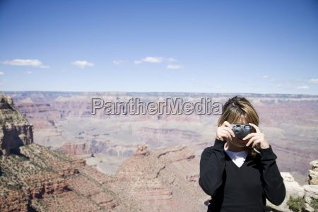 donna che scatta foto parco nazionale