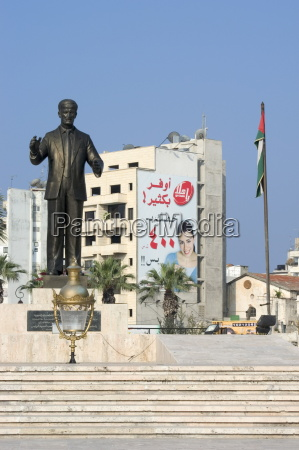 statue saahat al sheikh daher lattakia