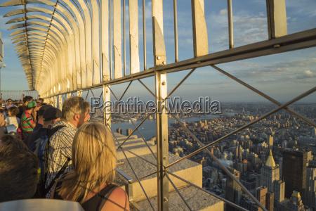 turisti alla piattaforma panoramica dellempire state