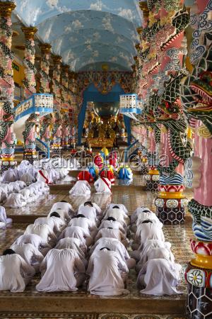cao dai temple tay ninh vietnam