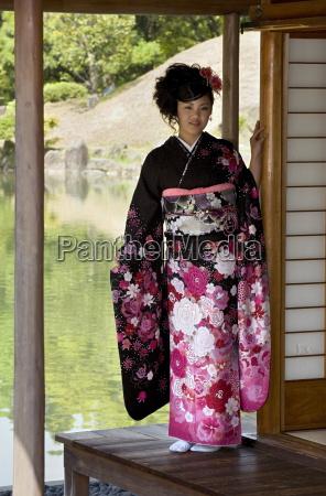 una ragazza giapponese di ventanni che