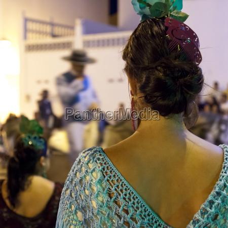 spansk pige ser hest back feria