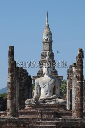 seated buddha statue wat mahathat sukhothai