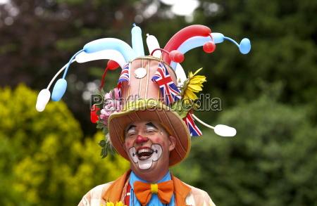 un clown che ride durante un
