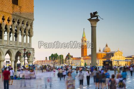 persone popolare uomo umano colonne venezia
