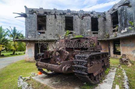 vecchio carro armato giapponese di fronte