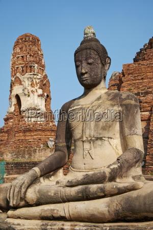 buddha statue wat mahatat ayutthaya historical