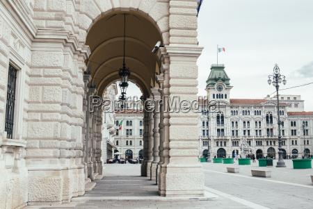 particolare della facciata palazzo del governo
