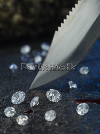 coltello sangue e diamanti