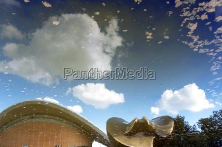 casa costruzione bicchiere albero nuvola scultura
