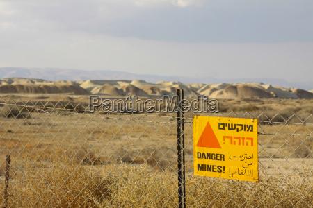 israele vista di minefield con cartello