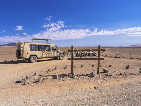viaggio viaggiare deserto namibia strada sterrata