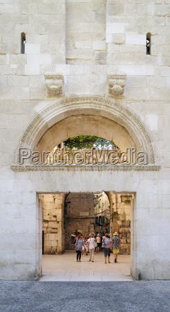 storico citta turismo cancello portale allaperto