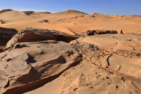 viaggio viaggiare pietra sasso deserto allaperto