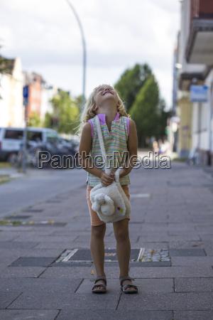 risata sorrisi tempo libero estate marciapiede