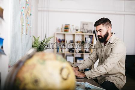 persone popolare uomo umano scrivania viaggio