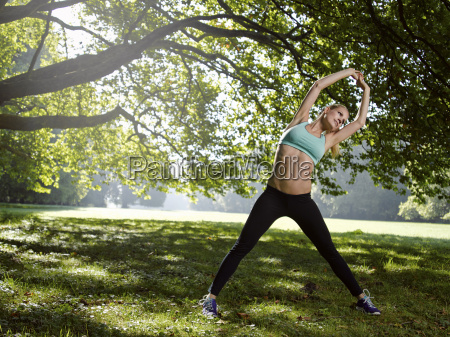germania giovane donna atletica facendo sport