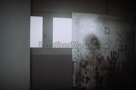 pericolo finestra stanza crimine omicidio doccia