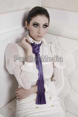 moda alla moda trendy ritratto porpora