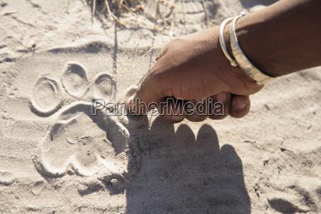 africa botswana delta dellokavango uomo che