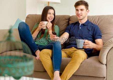 divertimento relazione divano orologio tv televisione