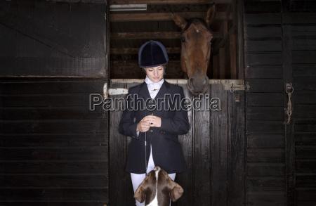 cavaliere a cavallo con cavallo e