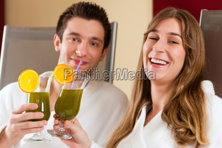 wellness couple with chlorophyll shake