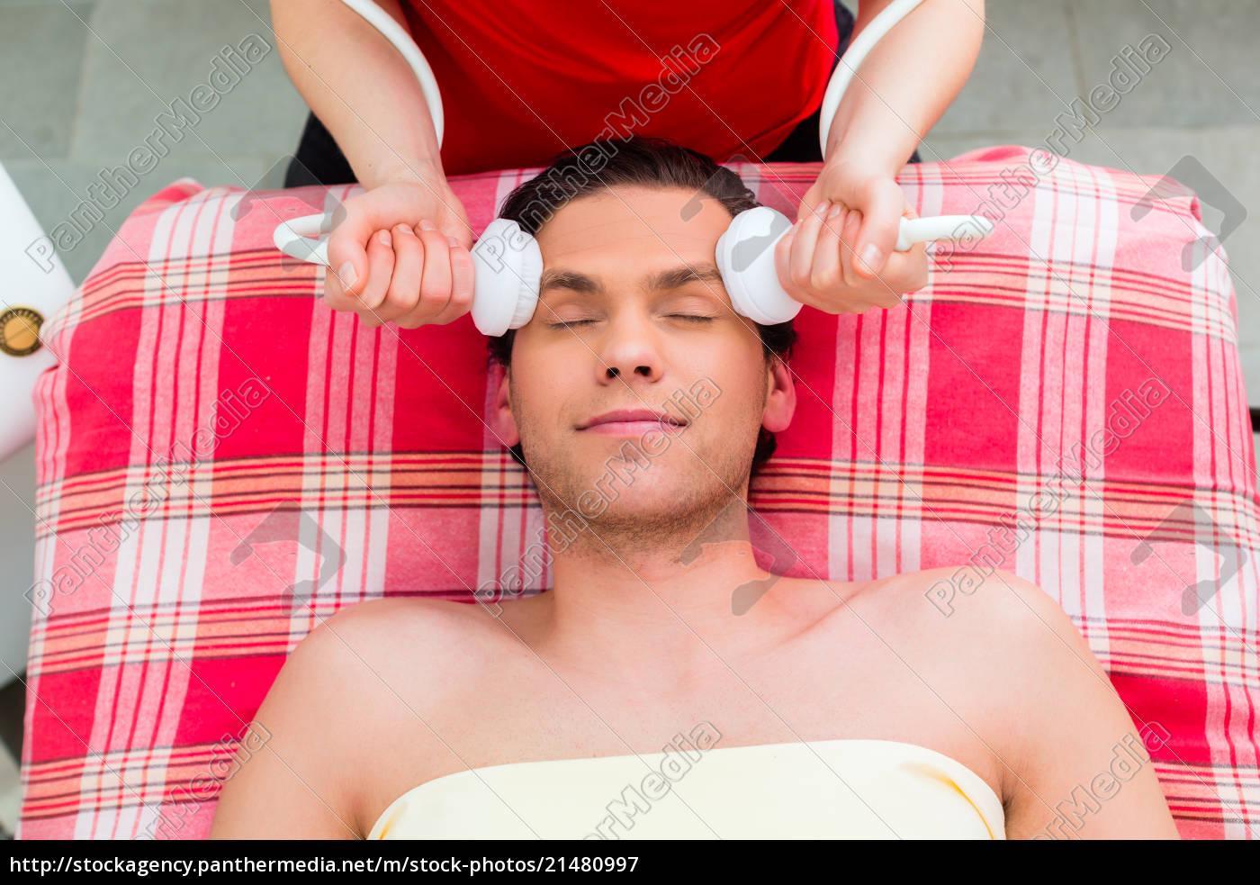 l'uomo, con, massaggio, viso, nel, centro - 21480997