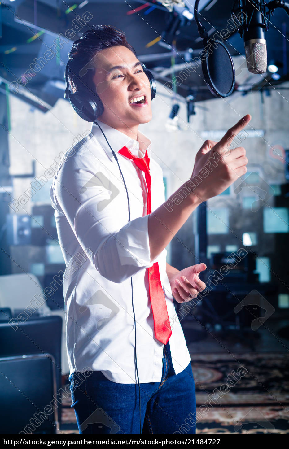 asian, male, singer, producing, song, in - 21484727
