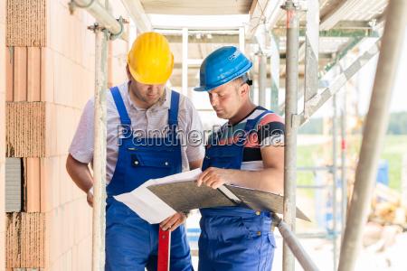 i lavoratori edili in loco hanno