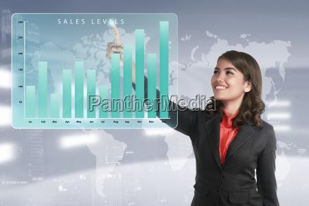 asiatico business donna toccando marketing livelli