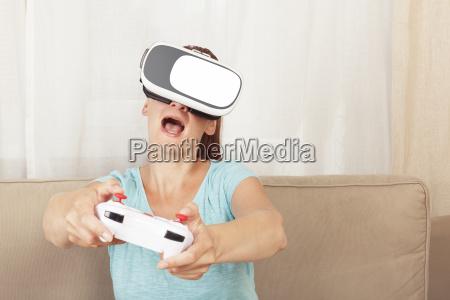 women playing virtual reality