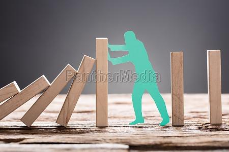 fermata stop prevenire smettere cessare domino
