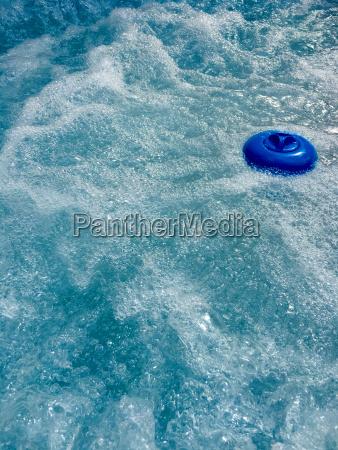 blu contenitore astratto piscina acqua goccia