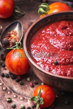 cibo spezia salsa sugo pomodoro aromatizzare