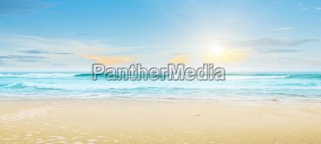 paesaggio estivo tropicale della spiaggia