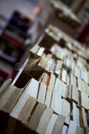oggetti cultura francia garage biblioteca lettura