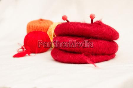 palline di lana con i ferri