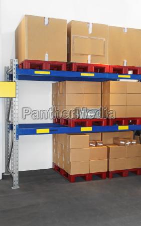 scatole a scaffale