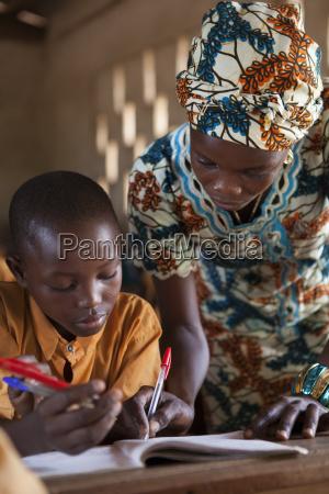 donna donne scrivere insegnante professore maestro