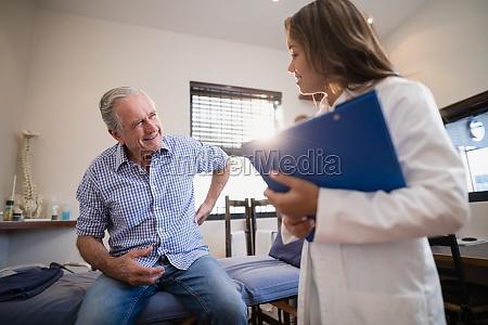 laege medic kvinde fnise smiler livsstil