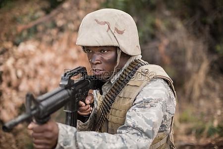 albero virile mascolino esercito nero sorvegliare
