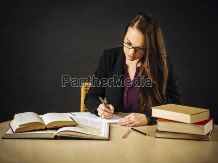 donna studiare studio ufficio carriera insegnante