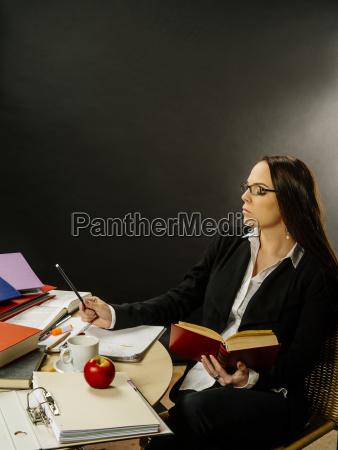 donna studiare studio scrivere insegnante professore