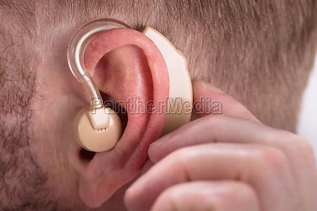 ascoltare udito percepire trattenuto mutilati indisposto